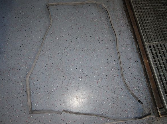 Door seal front right
