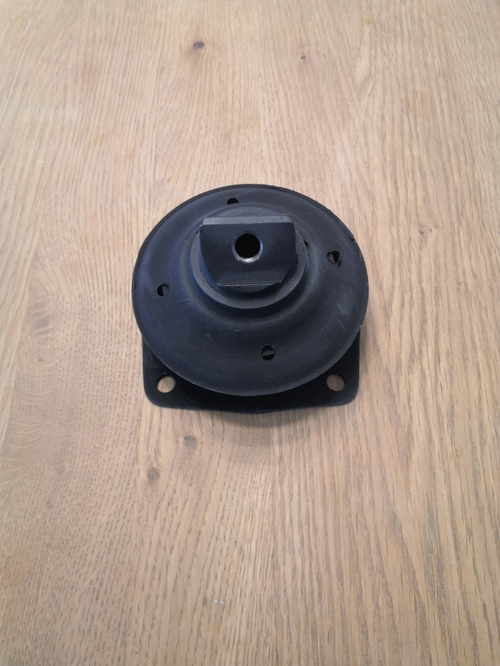 Engine mounting Mercedes W109 6.3